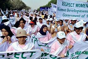 women who were demonstrating with banners in Pakistan