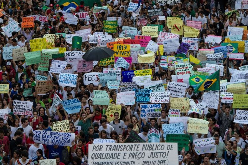 Brasilien vor der WM: Ein Land im Hühnerflug?       Brasilien vor der WM: Ein Land im Hühnerflug?